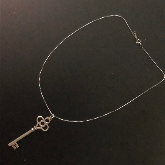61db7ff60ed31 100% AUTHENTIC TIFFANY & CO. KEY PENDANT & CHAIN